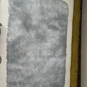 NEW NEVER USED - Rug Faux Fluffy Gray for Sale in Orlando, FL