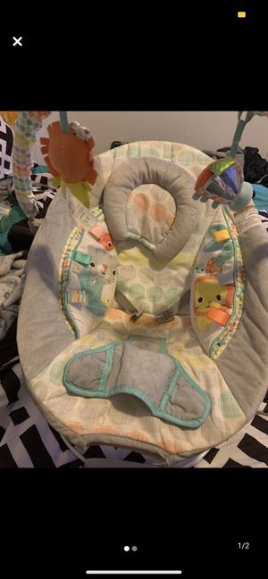 Bouncy seat, play mat, LOTS of clothes!! for Sale in Havelock, NC