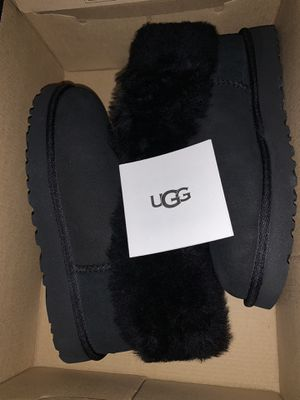 Women's uggs classic mini fluff size 7 for Sale in Brooklyn, NY