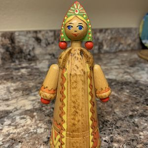 """VINTAGE RUSSIAN TEA COZY SAMOVARS 21"""" DOLL WITH THE ORIDINAL TAG 1980s. Good vintage condition, there are some stains on the face and cloth (see pi for Sale in San Diego, CA"""