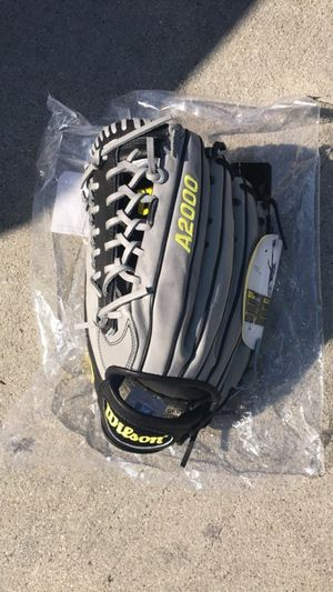 Baseball glove Wilson A2000 12.5 lefty for Sale in Los Angeles, CA