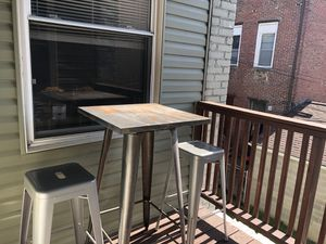 Table and Chairs for Sale in Pittsburgh, PA
