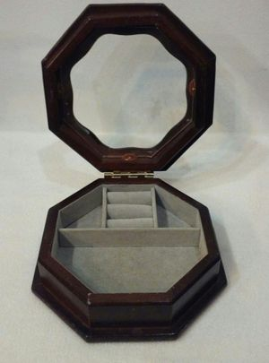 Jewelry Box for Sale in Traer, IA