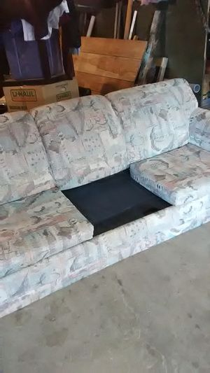 Free hide a bed couch missing one cushion other then that it's in good shape for Sale in Aberdeen, WA