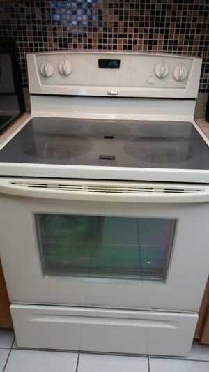 Whirlpool Accubake II self-cleaning electric range for Sale in Hudson, FL