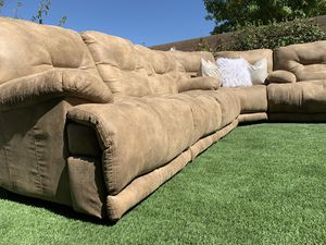 BEAUTIFUL LIVING ROOM SET/ SECTIONAL ( VOYAGER SOFA/LOVESEAT & CORNER ) FREE DELIVERY 🚚 FIRM PRICE $1500 ) GREAT CONDITION 👌🏻🥰 SUPER CLEAN for Sale in Las Vegas, NV