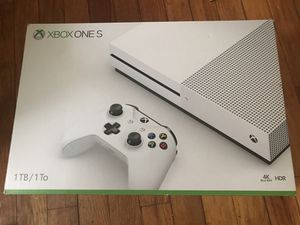 Digital Xbox one S - 1tb - 2 controller - like new for Sale in Hyattsville, MD