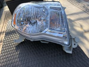 2005-2011 Toyota Tacoma OM right side headlight for Sale in Los Angeles, CA