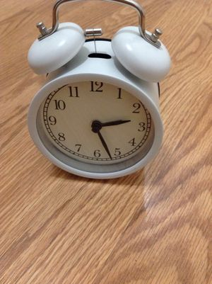 Alarm clock, white Batteries , 2-AA required. ( 5 1/2 ) inches for Sale in Downey, CA
