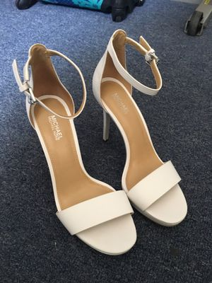 Brand new MICHAEL KORS white heels size 7 for Sale in Compton, CA
