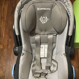 Uppababy Mesa Carseat And Base. for Sale in Cleveland, OH