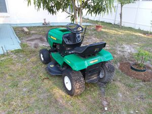 Weed eater. 12.3hp for Sale in Kissimmee, FL