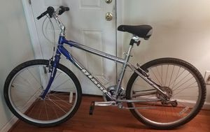 """2020 Giant bike-27"""" aluminum frame-Only rode a few times-Like New!!! for Sale in Springfield, VA"""