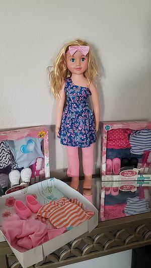 Wispy Walker doll with 3 fashion sets for Sale in Mesa, AZ