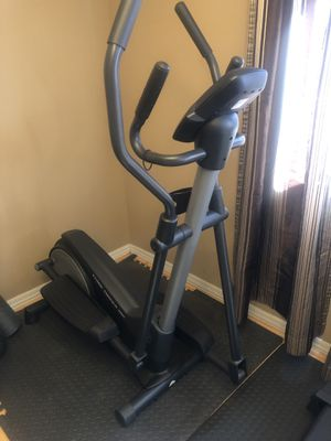 Golds gym 380 elliptical trainer for Sale in Riverside, CA
