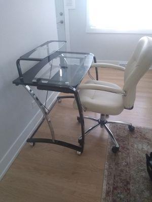 Desk and chair for Sale in Oak Lawn, IL
