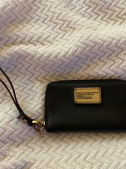 Marc by Marc Jacobs Genuine Leather Wristlet Wallet for Sale in Newport Beach,  CA