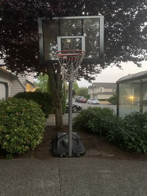 Free Basketball Hoop (Pending Pick Up 8/4 9:30am) for Sale in Mill Creek, WA