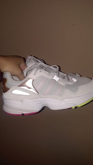New womens adidas sneakers size 8/8.5 $45 for Sale in Compton, CA