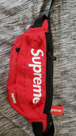 Authentic supreme fanny pack for Sale in Cleveland, OH