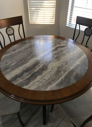 Kitchen table and 4 chairs for Sale in Goodyear, AZ