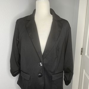 Torrid black 3/4 sleeve blazer size 1 plus size for Sale in Puyallup, WA