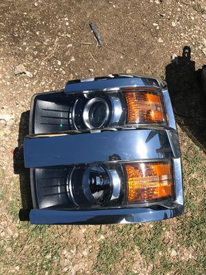 2014 to 2017 Chevrolet Silverado 2500 headlight driver side OEM for Sale in Dallas, TX