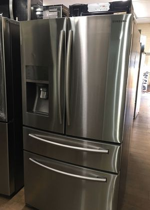 Samsung 4 Door Fridge / Refrigerator Stainless Steel with water and ice dispenser for Sale in Vista, CA