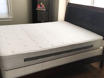 Sealy Posturepedic Queen Mattress and Box Spring for Sale in Danbury,  CT