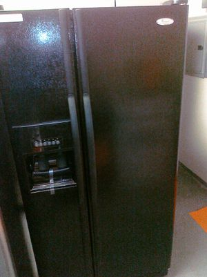 Whirlpool Gold Series 26 cu ft Refrigerator w/ Ice Maker & Water for Sale in Goodyear, AZ