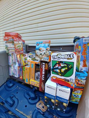 Trivia games,telescopes, puzzles, other games,& a few children's toys for sale. All New in pkgs. for Sale in Lyman, SC
