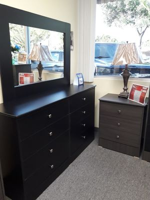 Blackccomoressed wood 8 drawer dresser with mirror for Sale in Los Angeles, CA
