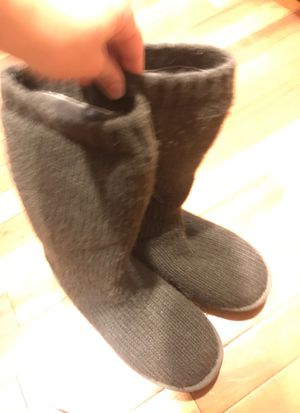 Ugg women's grey sweater boots. Reinforced heel. Size 7 women's. Worn about 5 times bc my daughters foot was too wide. for Sale in Cincinnati, OH