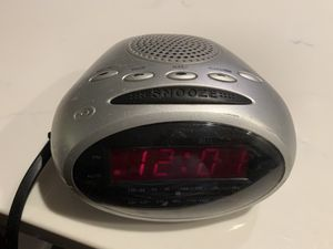 Durabrand AM/FM clock radio with alarm and radio wakeup options. for Sale in Vista, CA