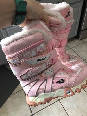 Snow boots size 5 youth for Sale in Sacramento, CA
