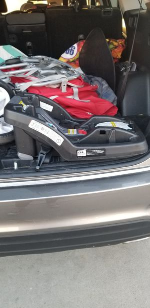 Graco car seat base click connect for Sale in Riverside, CA