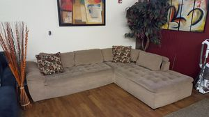 Chaise couch sectional modern good condition for Sale in Seattle, WA