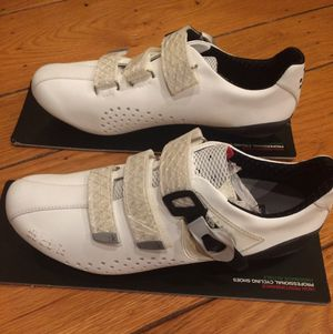 New In Box FI'ZI:K FIZIK R3 Cycling Bike Shoes 38.5 Eur / 7 US White. for Sale in San Leandro, CA