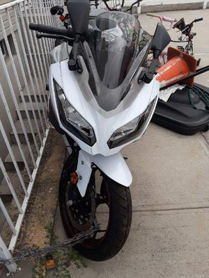 Sexy White 2014 Ninja Kawasaki 300 Motorcycle for Sale in Queens, NY