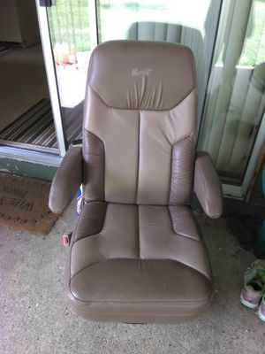 Captian chair off my 95 Chvie vam g20 or g30 for Sale in Vancouver, WA