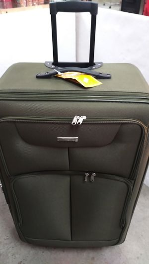ACTIVE TRAVELER GREEN LUGGAGES $45.00 BRAND NEW 4 WHEELS LIGHT WEIGHT EXPANDER SYSTEM for Sale in HALNDLE BCH, FL
