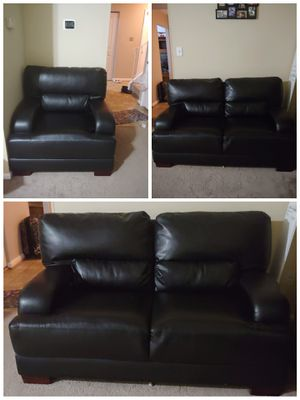 Black leather couch for Sale in Alexandria, VA