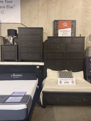 4Pc Queen Bedroom Set for Sale in Maywood Park, OR