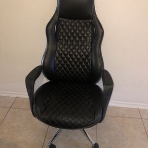 STAPLES Renaro Bonded Leather Managers Chair for Sale in Santa Ana, CA