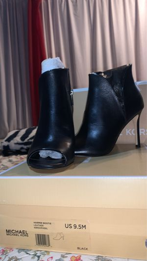 MICHAEL KORS LEATHER BOOTIES for Sale in Los Angeles, CA