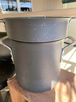 Calphalon 12 quart stock pot with steamer insert and lid for Sale in Las Vegas, NV