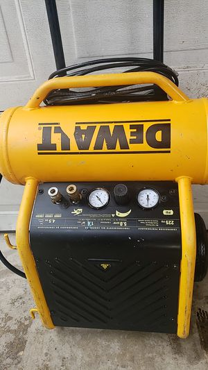 DEWALT AIR COMPRESSOR 225 PSI 4.5 GAL WITH AIR HOSE for Sale in Rancho Cucamonga, CA