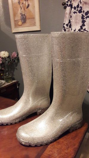 Ladies silver glitter rain boots size 7. New never used for Sale in Colton, CA