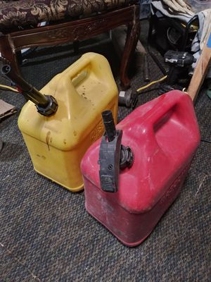 TWO NON SPILL 5 GAL GAS/AND DIESEL IN GREAT CONDITION 15EACH OR BOTH FOR 25$ for Sale in Fresno, CA