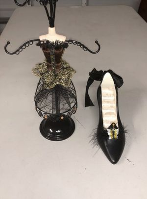 High heel shoe ring holder gown mannequin necklace bracelet stand butterfly for Sale in Pompano Beach, FL